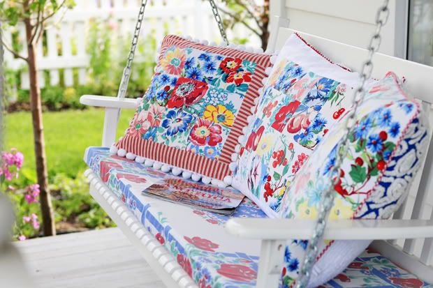 Spring Swingin' ~The Meadowbrook Blog | SimplyFreshVintage.com,