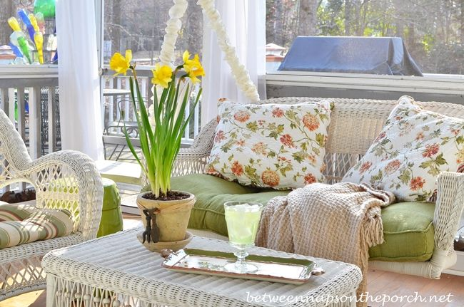 Spring Swingin' ~Between Naps on the Porch | SimplyFreshVintage.com