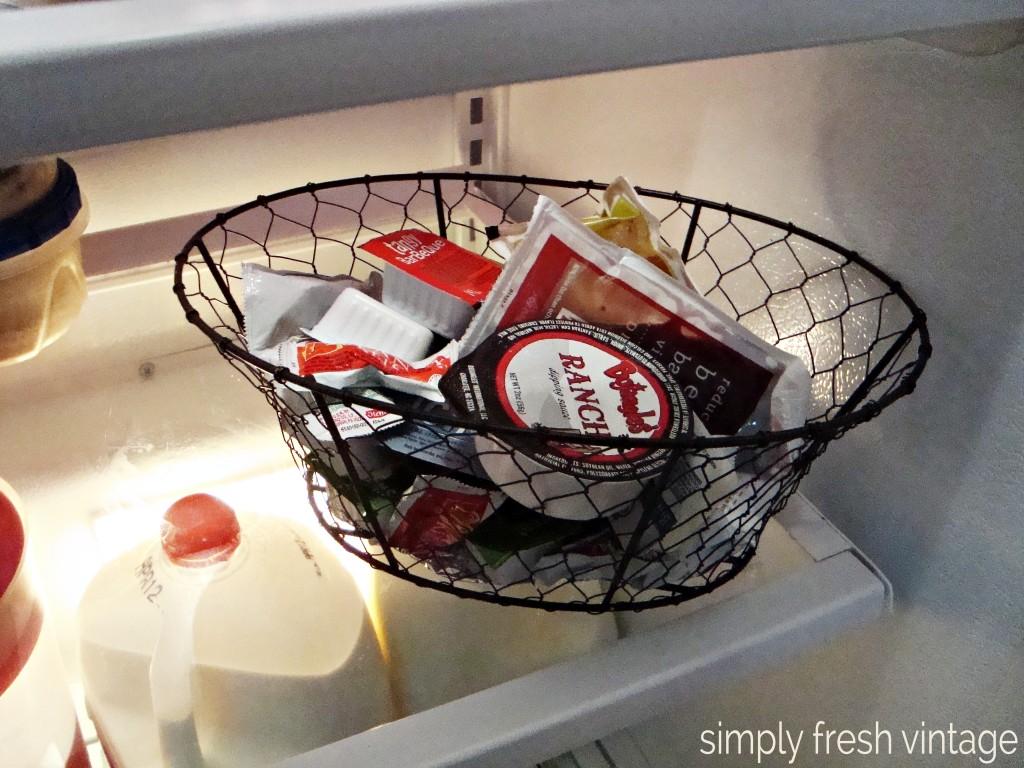 15 Minute Clean-up:  Refrigerator   SimplyFreshVintage.com