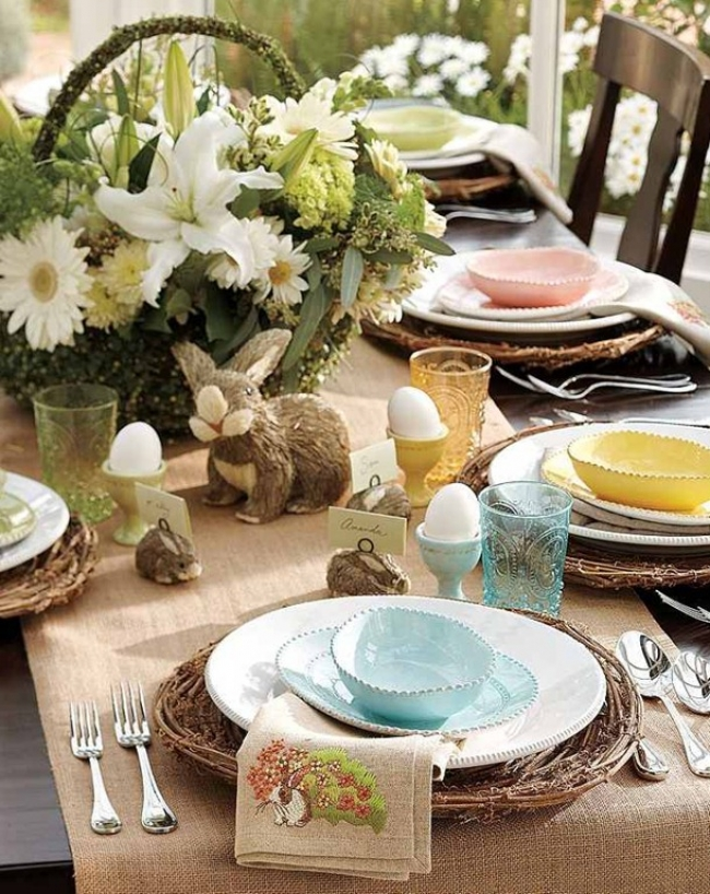 Easter Tablescapes ~ Spread Decor | SimplyFreshVintage.com
