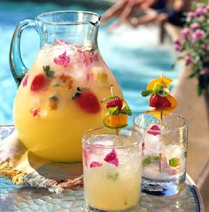 Summer Pineapple Strawberry Cooler from MomMagazine.com | part of the Cinco de Mayo Roundup at SimplyFreshVintage.com