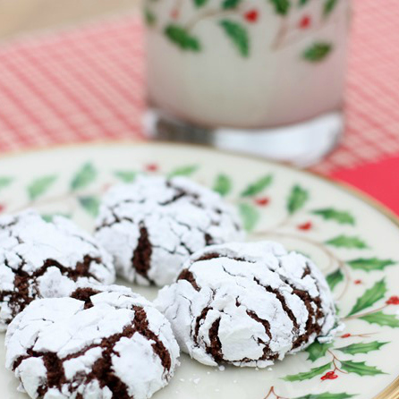Christmas Cookie Exchange | Chocolate Crinkles from VirginiaSweetPea.com | SimplyFreshVintage.com