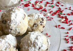 Mint Chocolate Chip Snowball Cookies | SimplyFreshVintage.com
