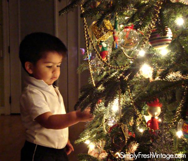 Christmas Wonder through the eyes of a child | SimplyFreshVintage.com
