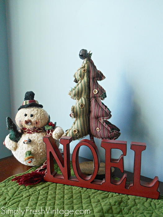 Christmas is the perfect time to bring some Joy, Peace, Hope & Love in your home. I especially love adding holiday touches to our master bedroom and bathroom.  It's like visiting a bed and breakfast during the holidays!   SimplyFreshVintage.com
